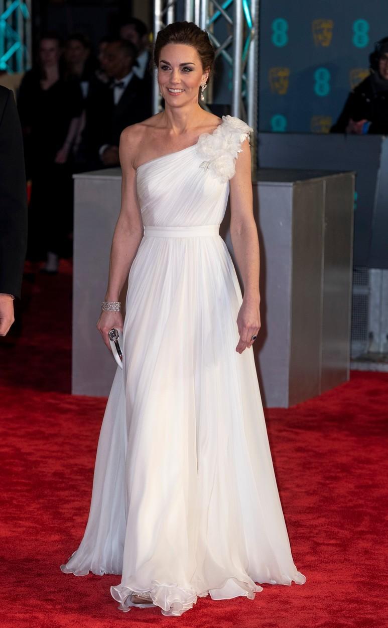 Vévodkyně Kate na BAFTA v šatech Alexander McQueen (2019)