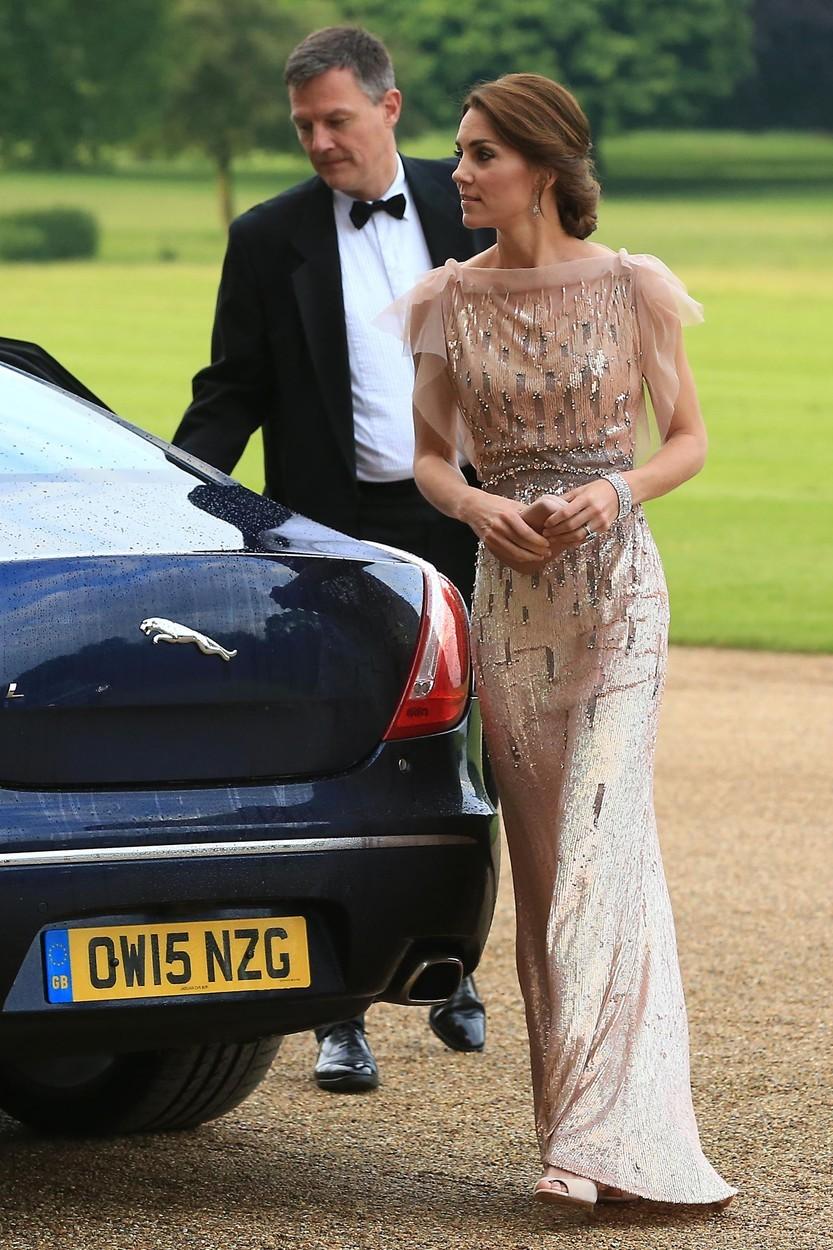 Vévodkyně Kate na EACH galavečeři v šatech Jenny Packham (červen 2016)