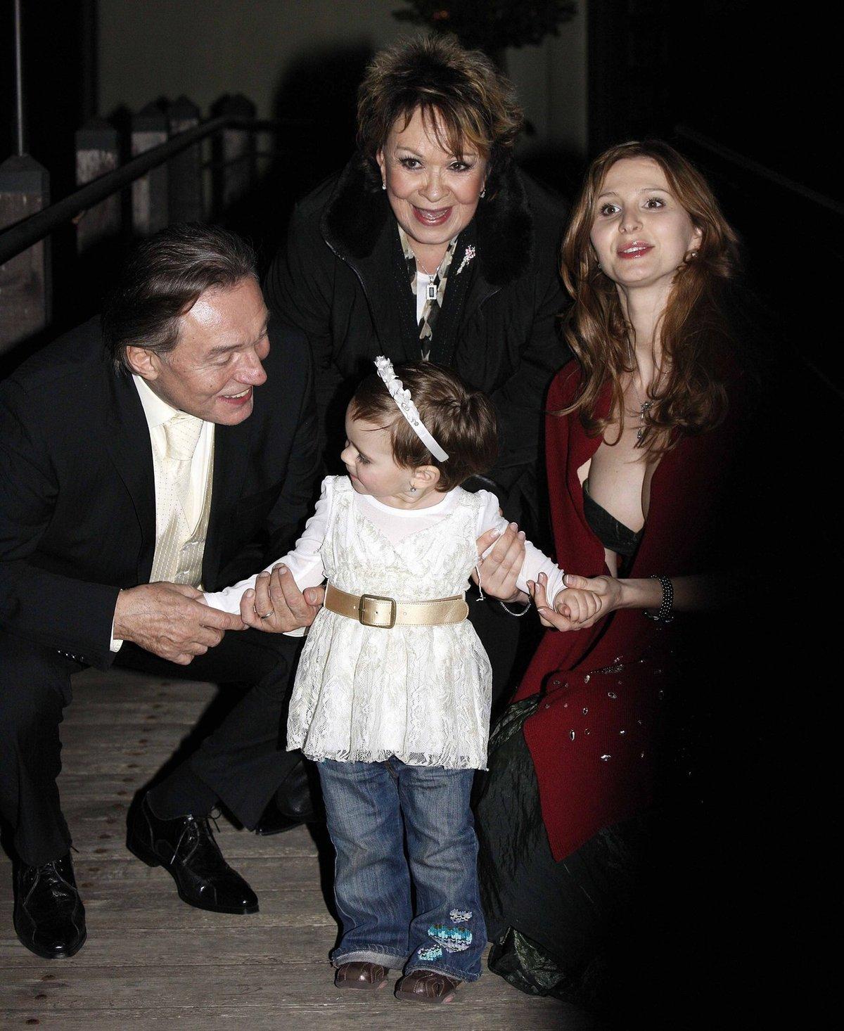 Jiřina Bohdalová s Karlem, Ivanou a jejich dcerou