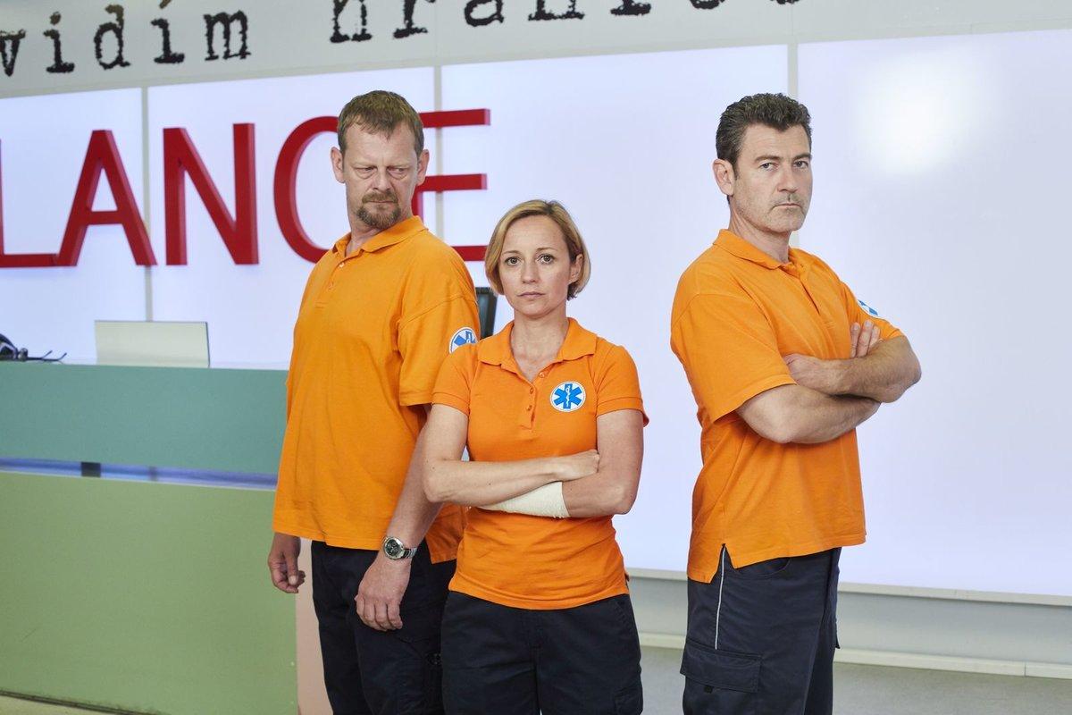 Nová šéfka záchranky to od začátku se svými kolegy neměla lehké. Martin Stránský (Ota), Jana Holcová (Zita) a Radim Fiala (Petr).