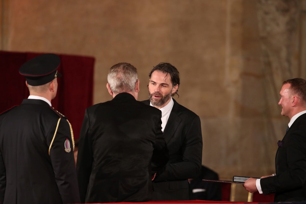 Prezident Miloš Zeman udělil Medaili Za zásluhy Jaromíru Jágrovi (28. 10. 2019)