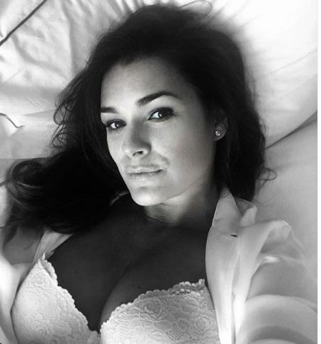 Alena Šeredová v posteli
