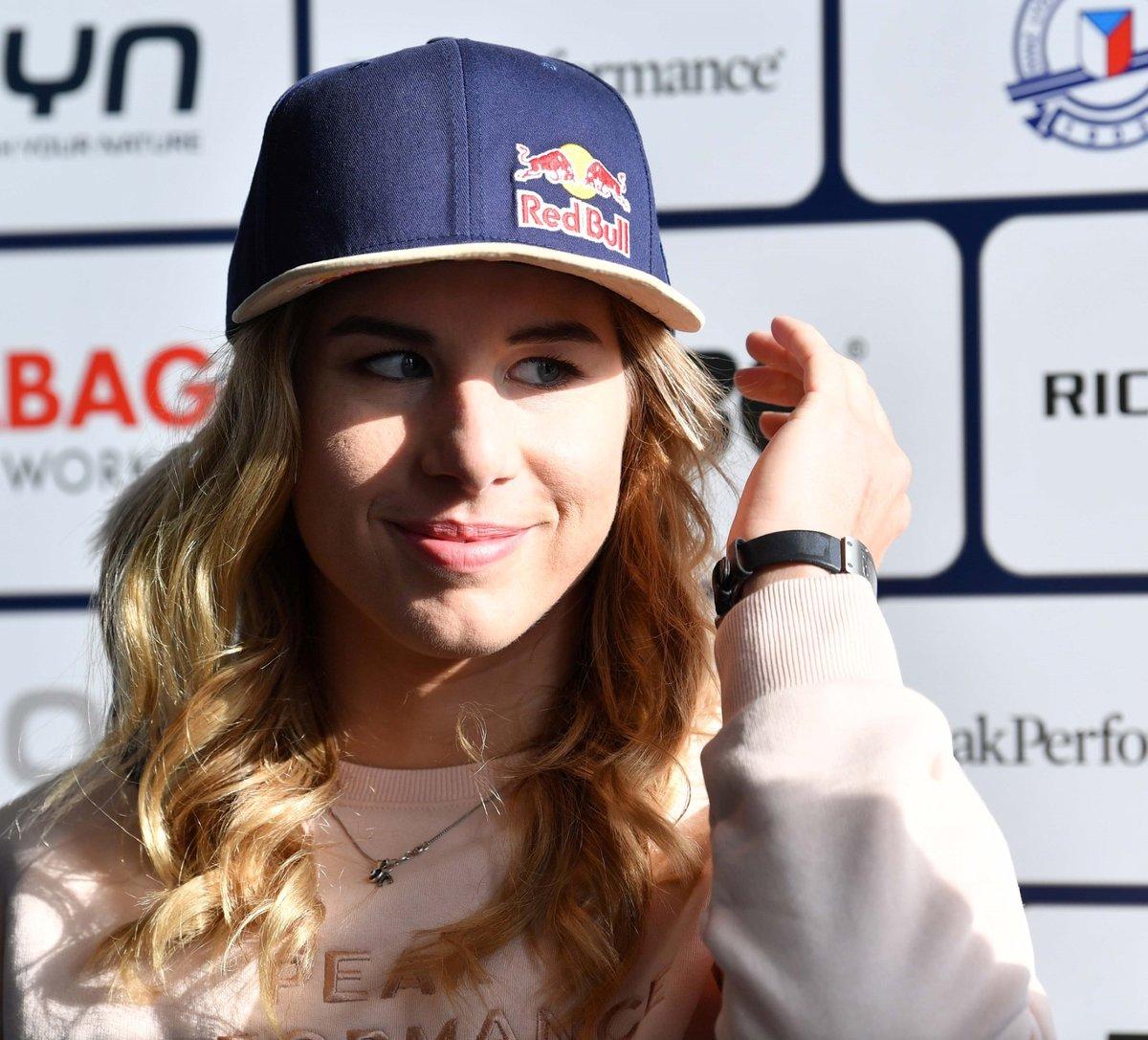 Lyžařka a snowboardistka Ester Ledecká na tiskové konferenci.