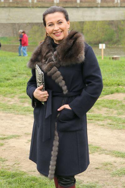 Kabát s norkem jí šil kamarád.
