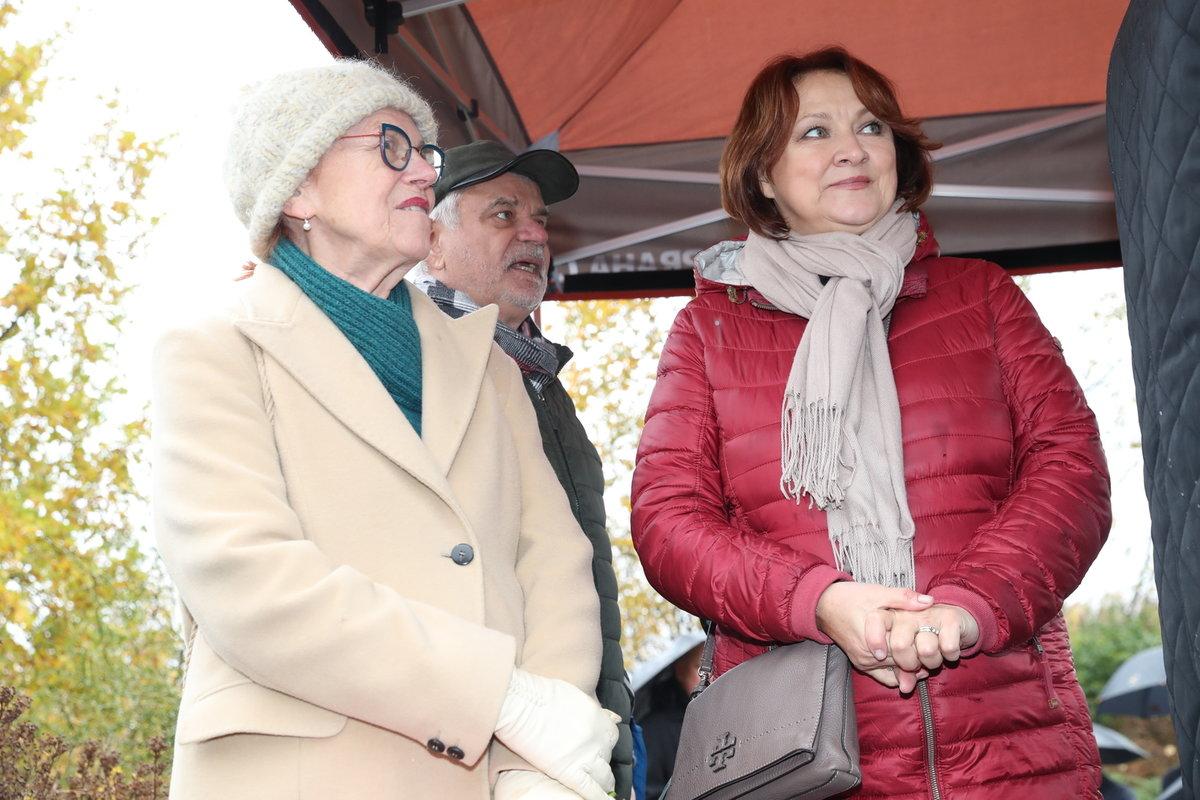 Na slavnostní zahájení dorazila i známá jména. Třeba Iva Janžurová nebo Zlata Adamovská se svým manželem Petrem Štěpánkem.