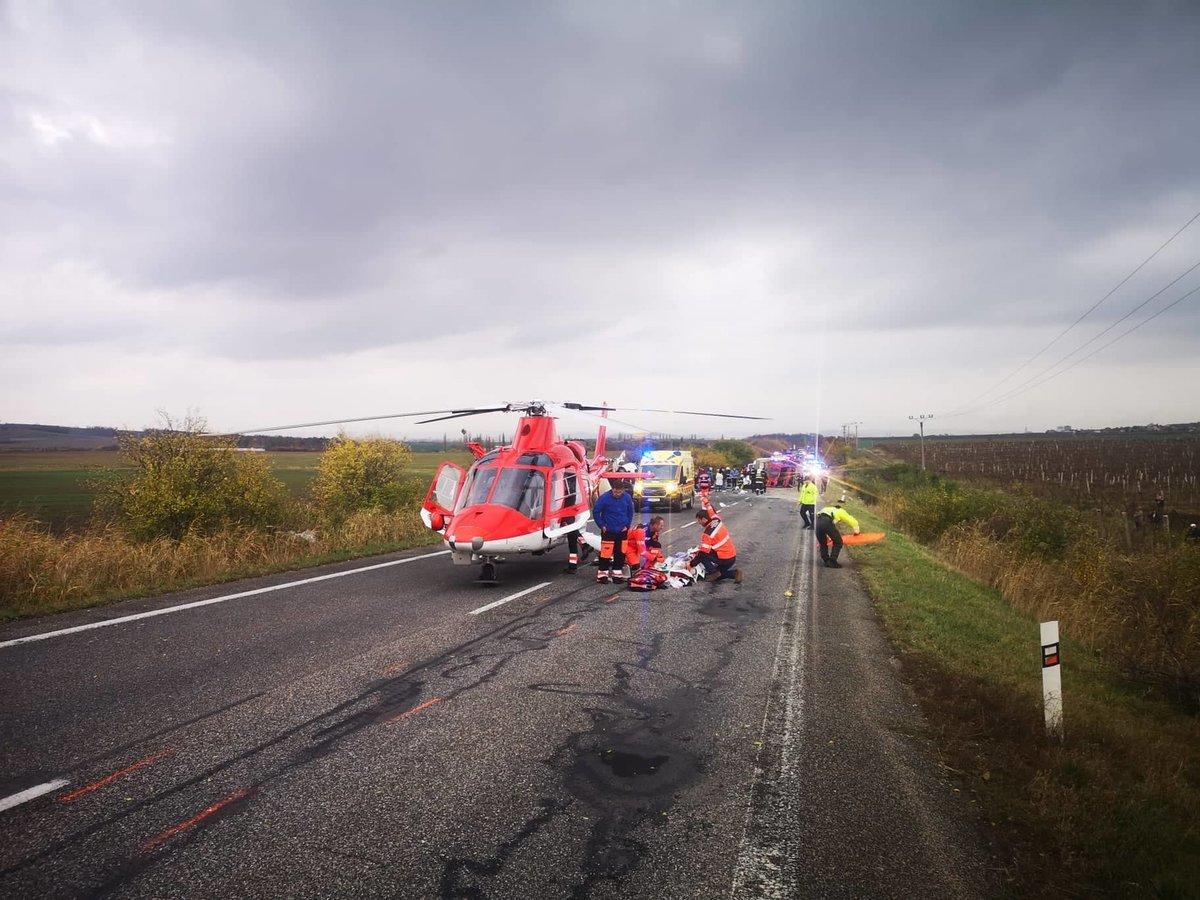 Při dopravní nehodě na Slovensku zemřelo nejméně 13 lidí.