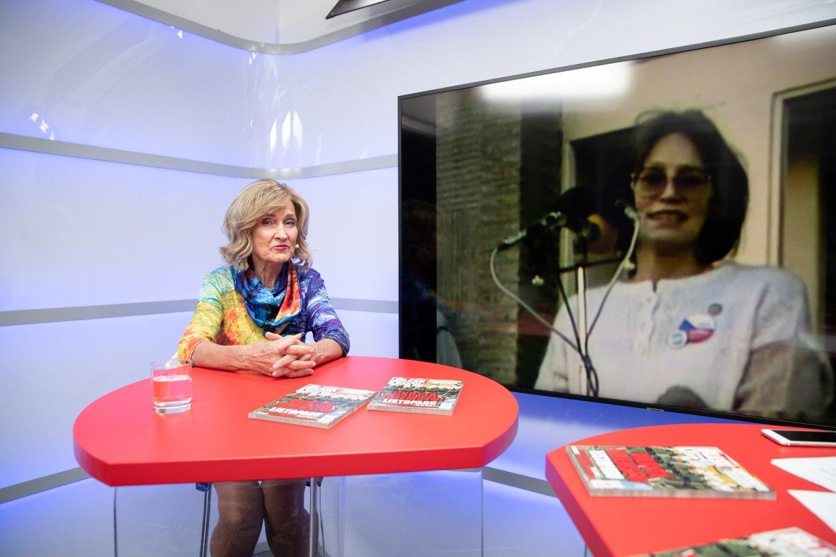 Moderátorka Zuzana Bubílková v mimořádné vysílání Blesku k oslavám 30 let svobody.