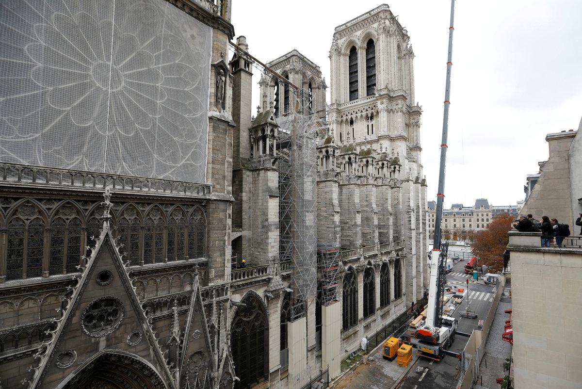 Současný stav katedrály Notre-Dame, (15.11.2019).