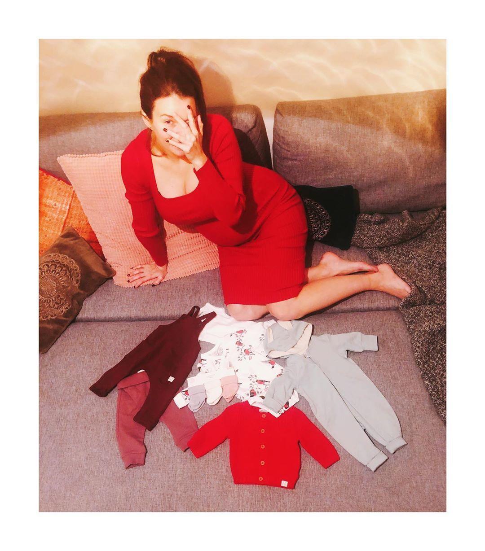 Berenika Kohoutová vybírala oblečky pro miminko