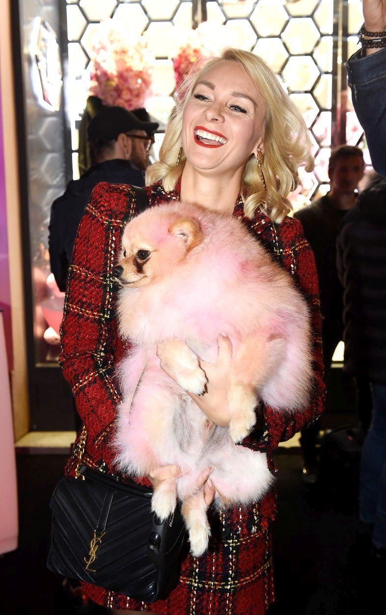 Barbora Mottlová nastříkala psa narůžovo
