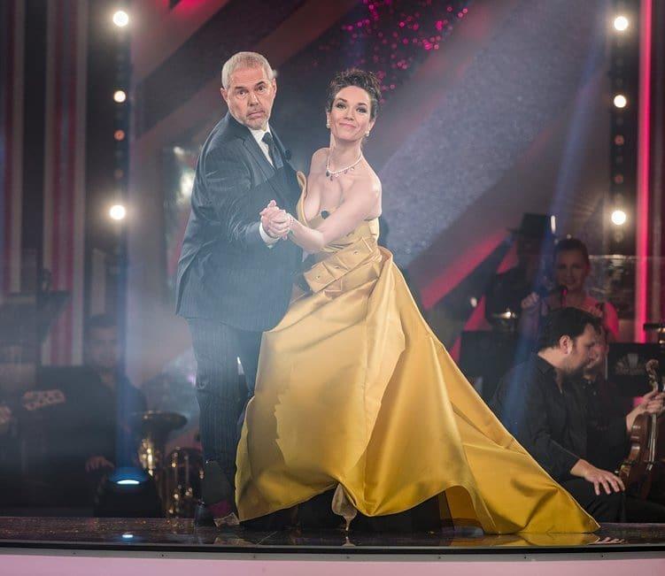 Všech deset řad taneční show StarDance spolu moderují Tereza Kostková a Marek Eben
