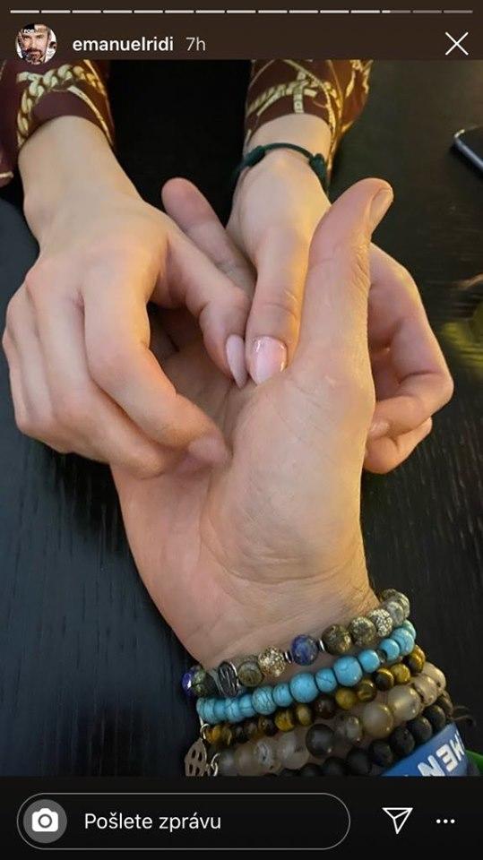 Ridi zveřejnil ženské ruce ve své