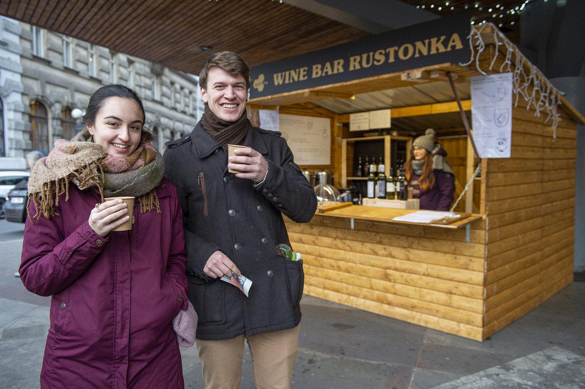 Vinařství Kolby a Reisten prodávají ve Wine baru Rustonka.