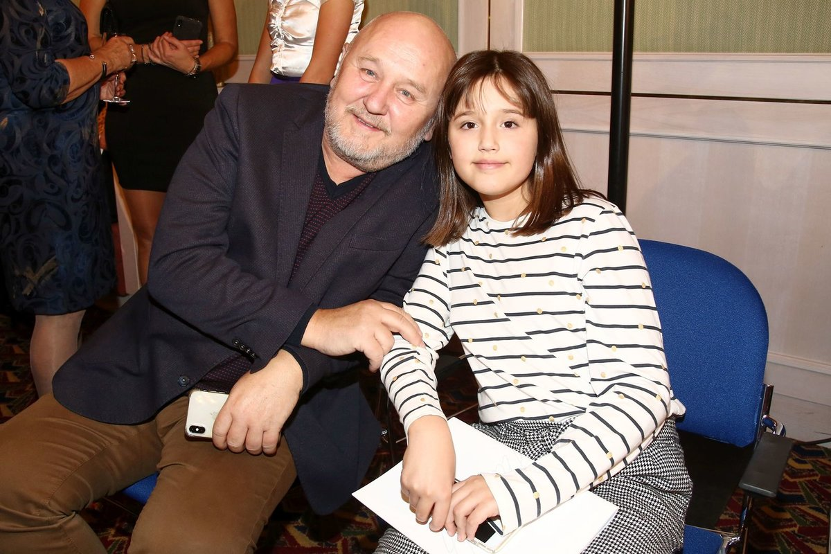 Kubelkové partner Georg Jirásek a mladší dcera Karolína