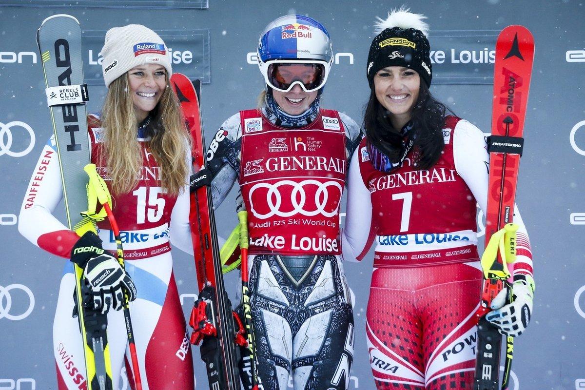 Na trati zkrácené kvůli sněžení zajela Ledecká čas 1:31,87 minuty a o 35 setin vteřiny sebrala premiérovou výhru Švýcarce Corinne Suterové. Třetí skončila Rakušanka Stephanie Venierová.