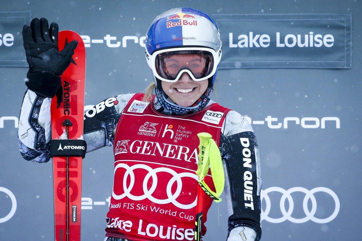 Olympijská vítězka v superobřím slalomu Ester Ledecká slaví první triumf v lyžařském Světovém poháru.
