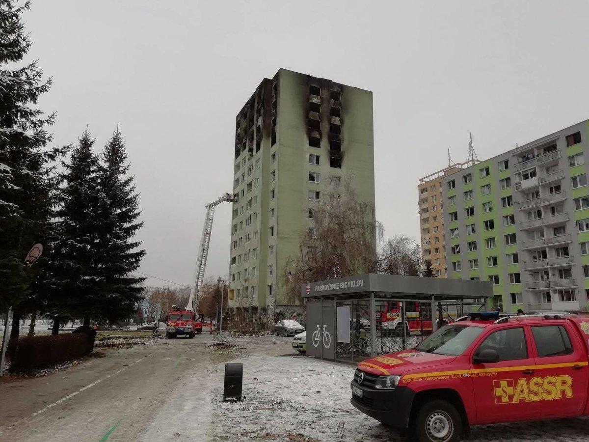 Zničený prešovský panelák v sobotu ráno.