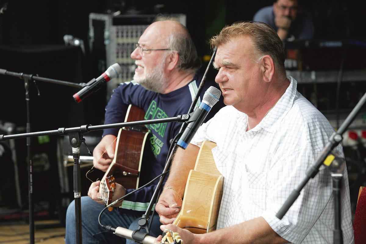 Jan a František Nedvědovi dokázali neuvěřitelné – coby folkaři vyprodali Strahov.