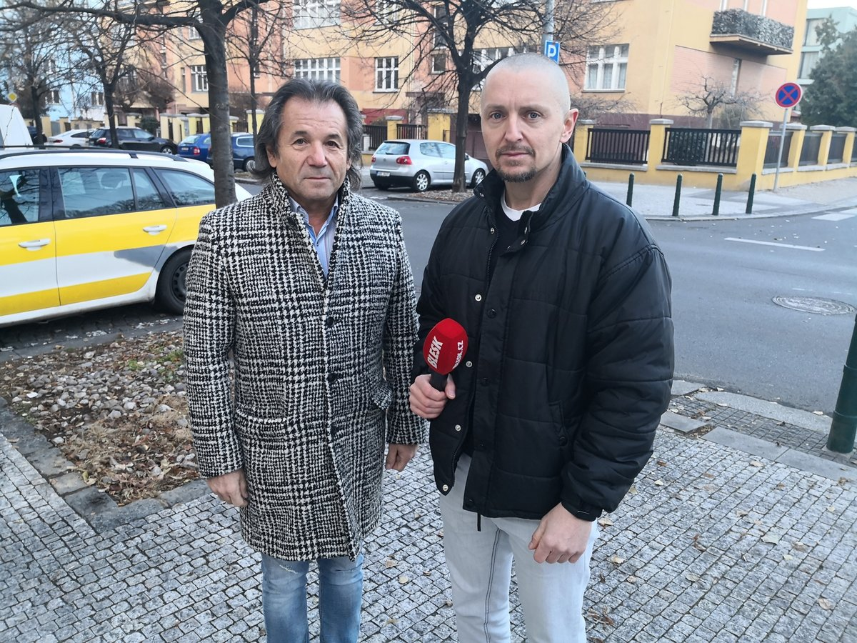 Bezpečnostní poradce Andor Šándor byl hostem pořadu Epicentrum vysílaného živě dne 10.12.2019. Vpravo moderátor Bohuslav Štěpánek.