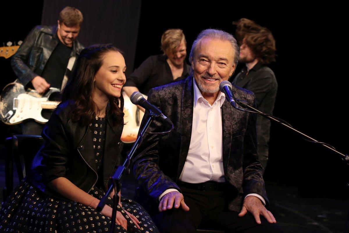 Karel Gott s dcerou Charlotte Ellou v klipu Srdce nehasnou