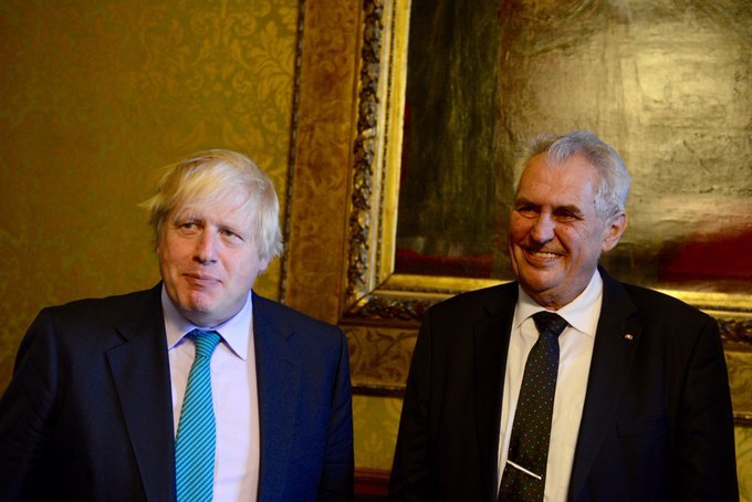 Prezident Miloš Zeman a premiér Velké Británie Boris Johnson