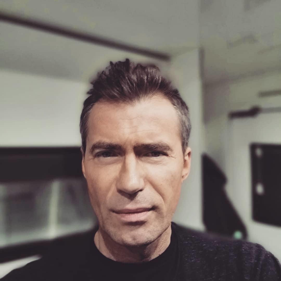 Bořek tvrdí, že vypadá jako lívanec. Tady to ale spíš vypadá na George Clooneyho...