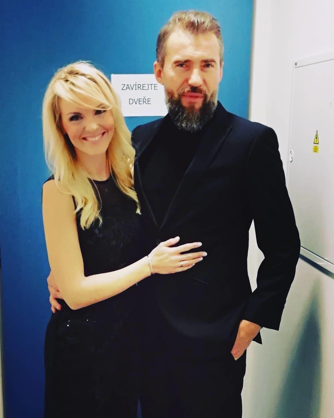 Bořek Slezáček s kolegyní a zpěvačka Petrou Peterovou