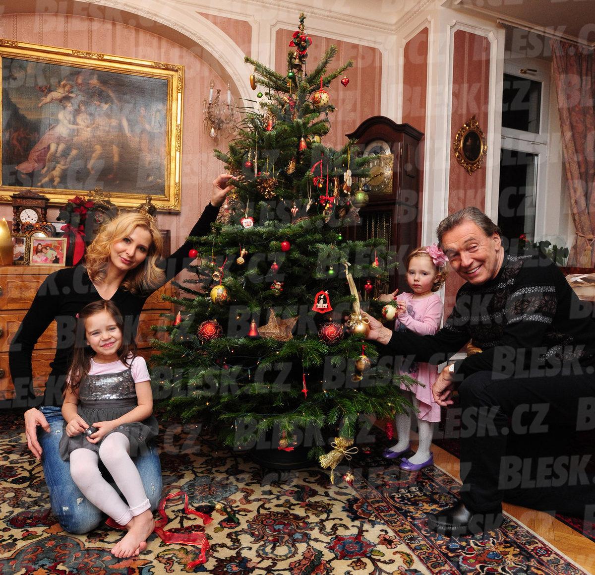 S manželkou Ivanou a dcerkami Nellinkou a Charlottkou (2010)