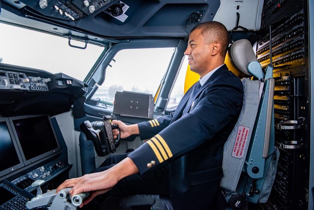 Rey Koranteng má pilotní průkaz, ale jenom na malé letadlo...