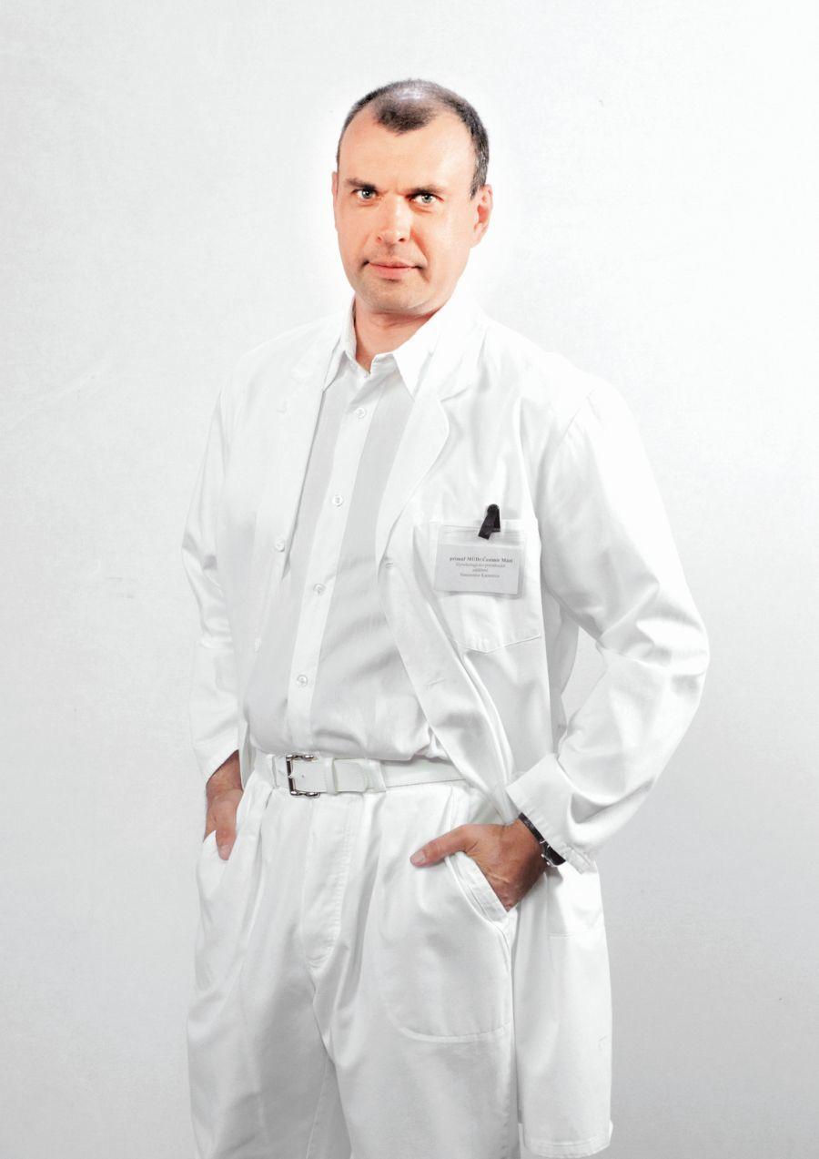 Čestmíru Mázlovi (Petr Rychlý) se pořádně zkomplikuje rodinný život.