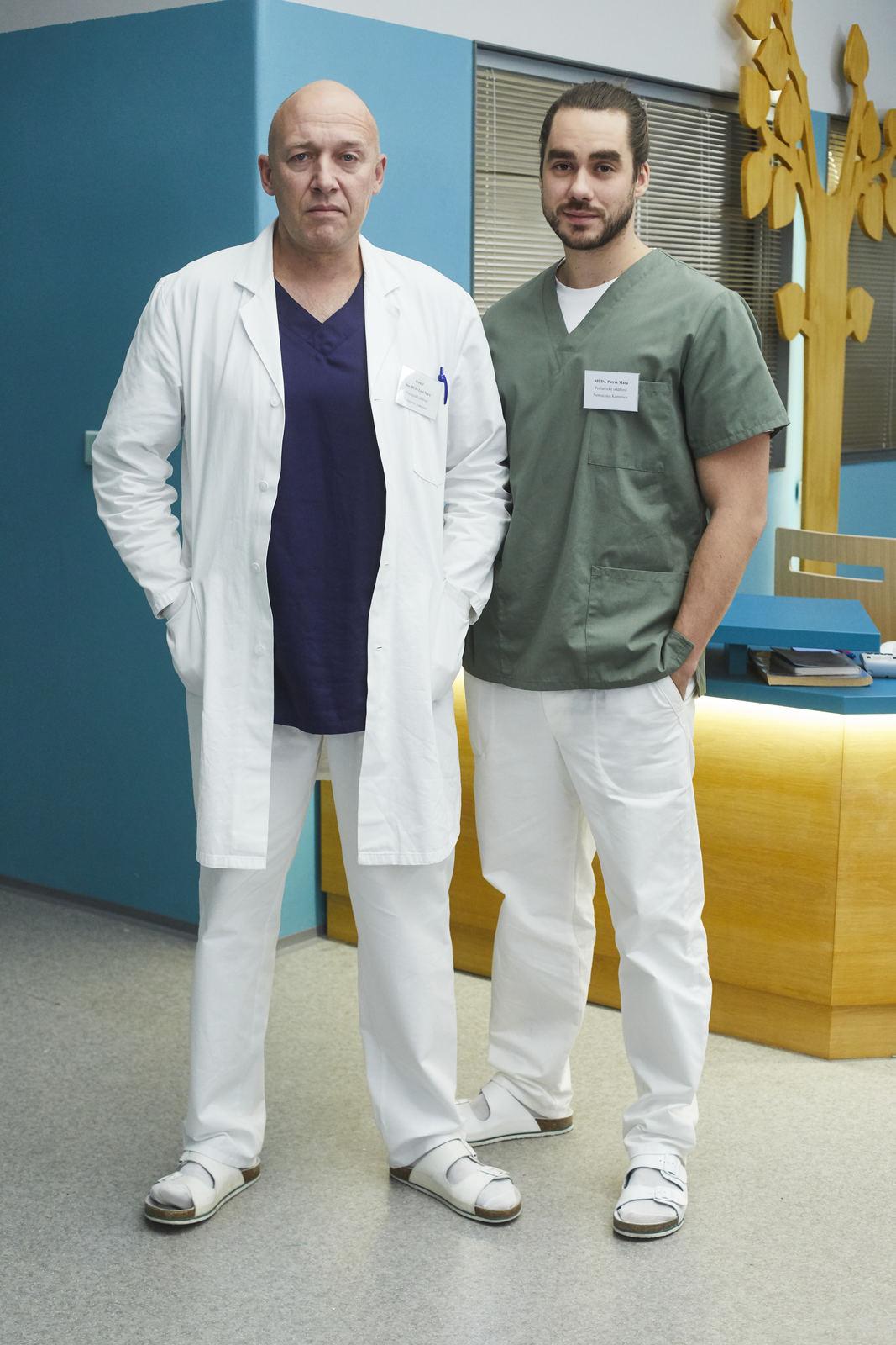 Robert Jašków jako doktor Mára a jeho seriálový syn Patrik (Patrik Děrgel) v nových barvách.