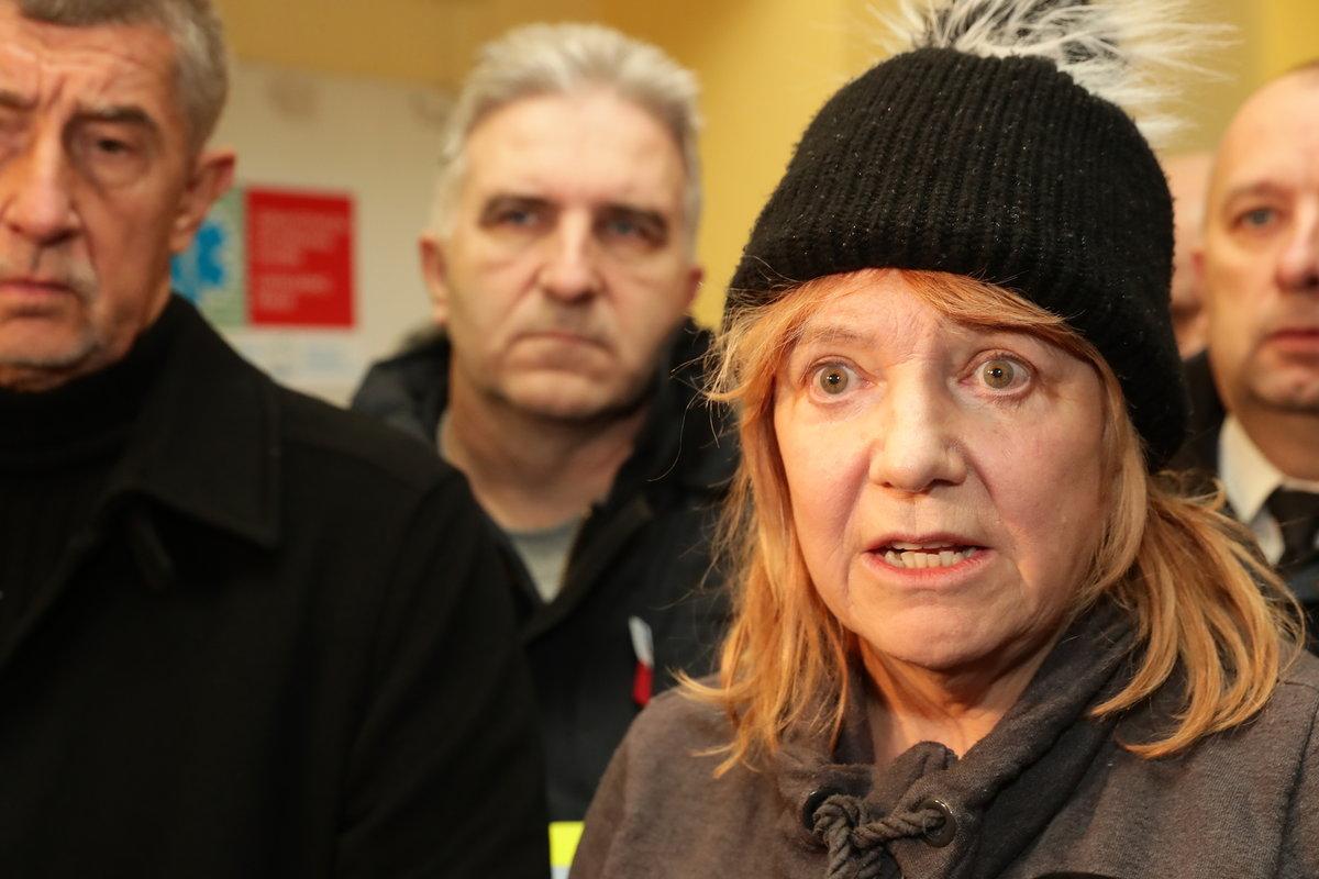 Starostka Jitka Gavdunová na tiskové konferenci ohledně požáru domova pro postižené ve Vejprtech