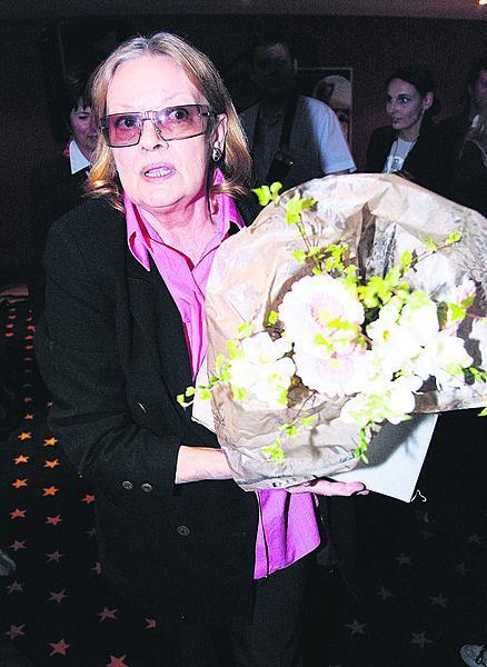 2007: Herečka natočila film svůj poslední film Kráska v nesnázích.