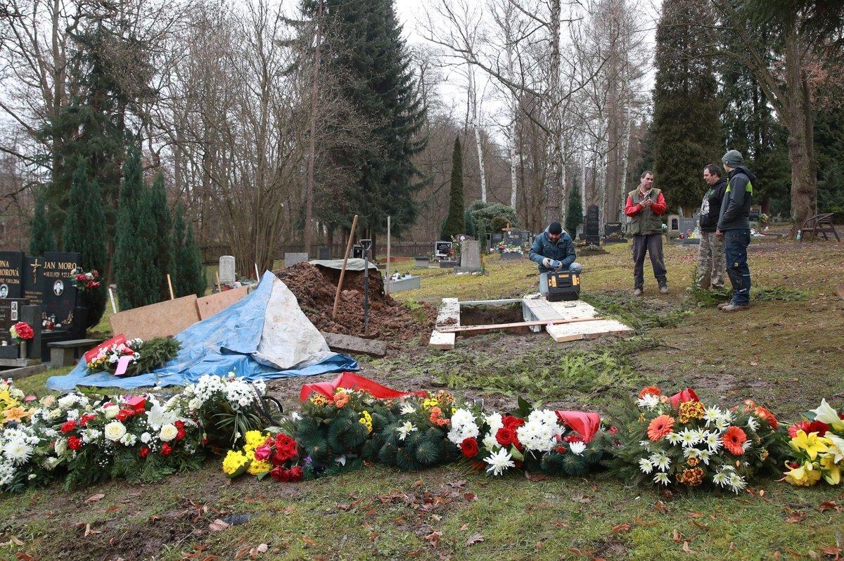 Pohřeb kartářky a věštkyně Jolandy