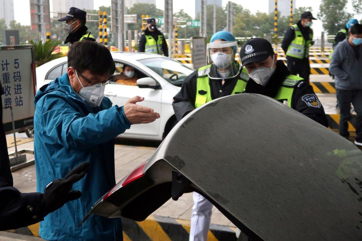 V Číně staví nová nemocniční zařízení pro léčbu koronaviru