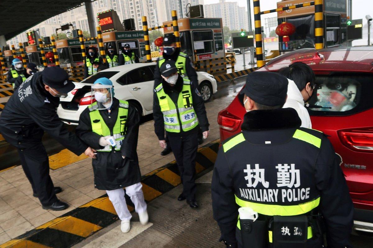 V Číne zavřeli kvůli koronaviru místní Disneyland