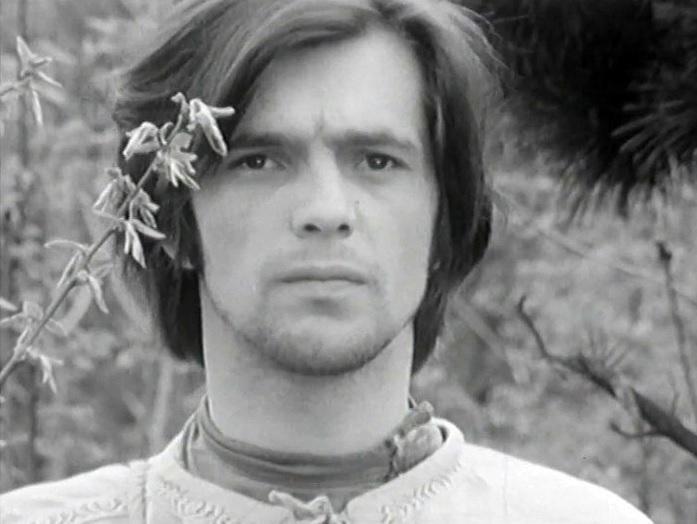 Herec v jedné ze svých prvních rolí ve filmu Uprostřed babího léta ve stepi zahoukal vlak (1972).