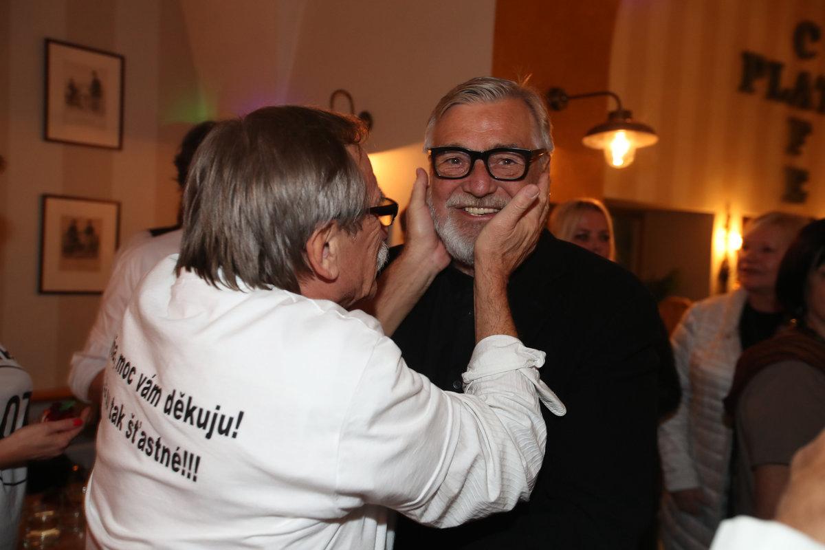 Na oslavě sedmdesátin kamaráda a spolužáka Pavla Zedníčka nesměl chybět.