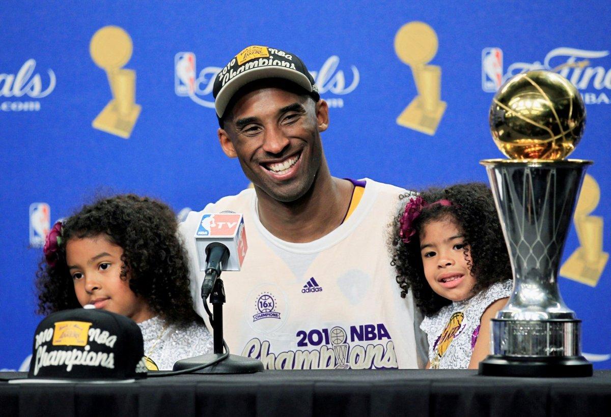 Kobe Bryant se svými dvěma dcerami