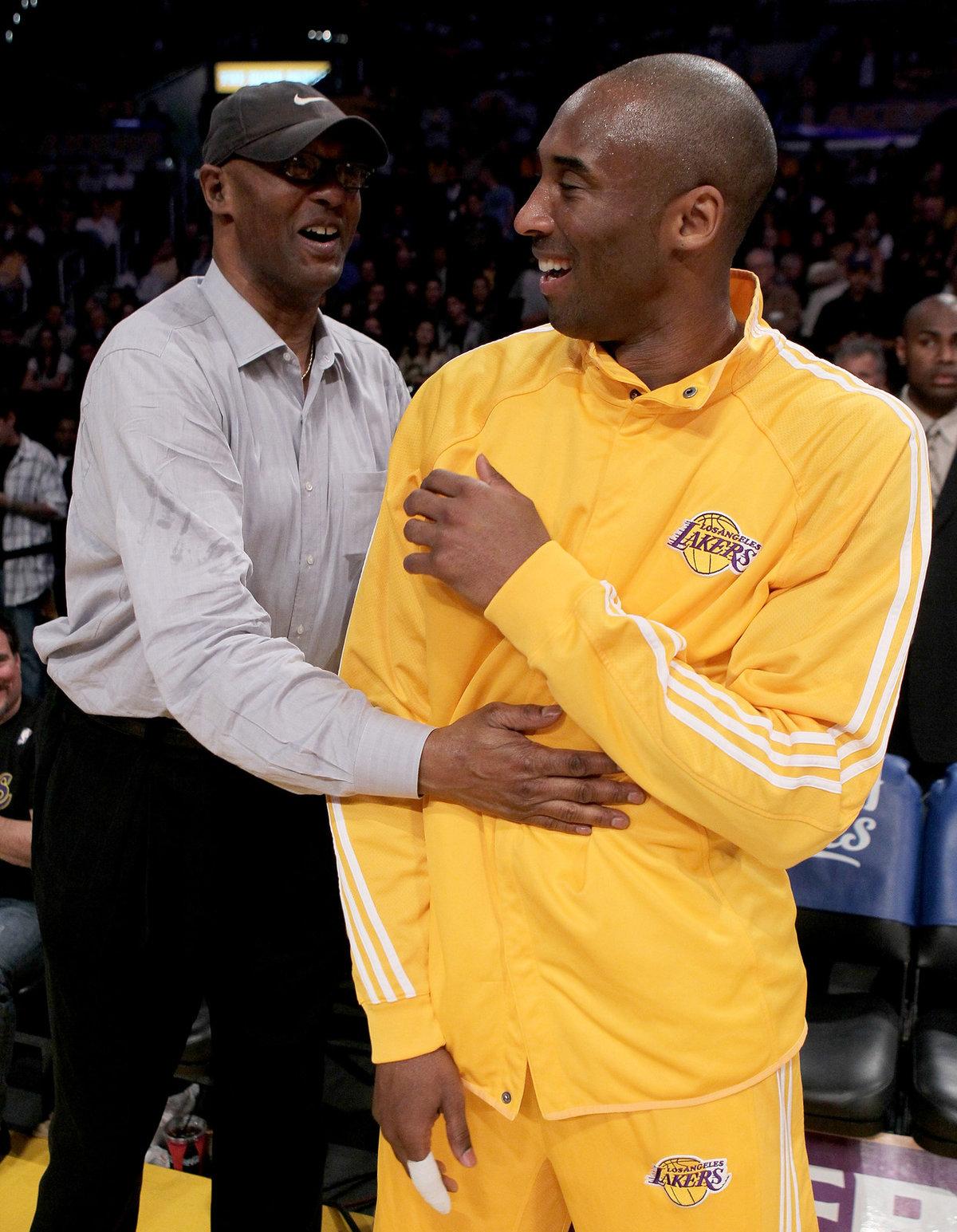 Finále NBA v roce 2010 si rodiče Kobeho Bryanta nemohli nechat ujít, vstupenky jim ale místo syna zařizoval známý