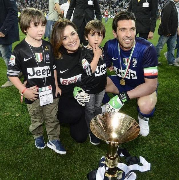 Syny Davida Lee a Louise Thomase má Alena Šeredová z manželství s Buffonem.
