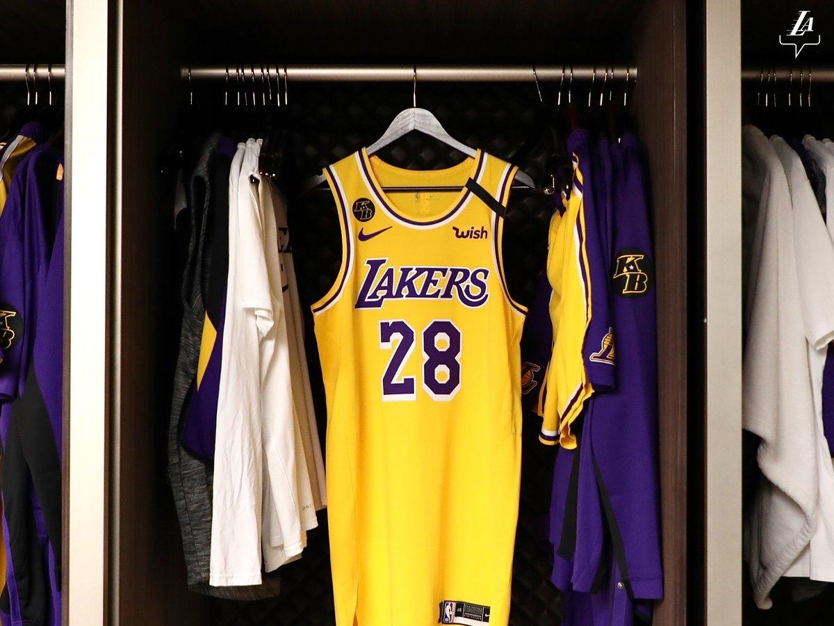 Hráči Lakars odehráli duel proti Portlandu v dresech, na kterých bylo i logo s iniciálami KB, jako památka na tragicky zesnulého Kobeho Bryanta