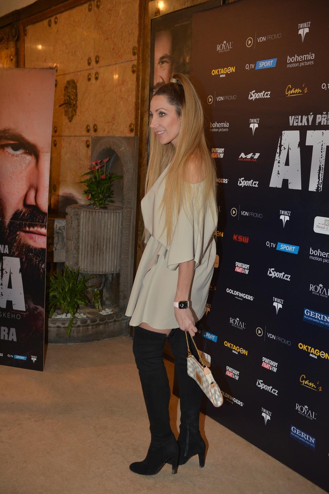 Premiéru filmu Attila si Olga Lounová nemohla nechat ujít