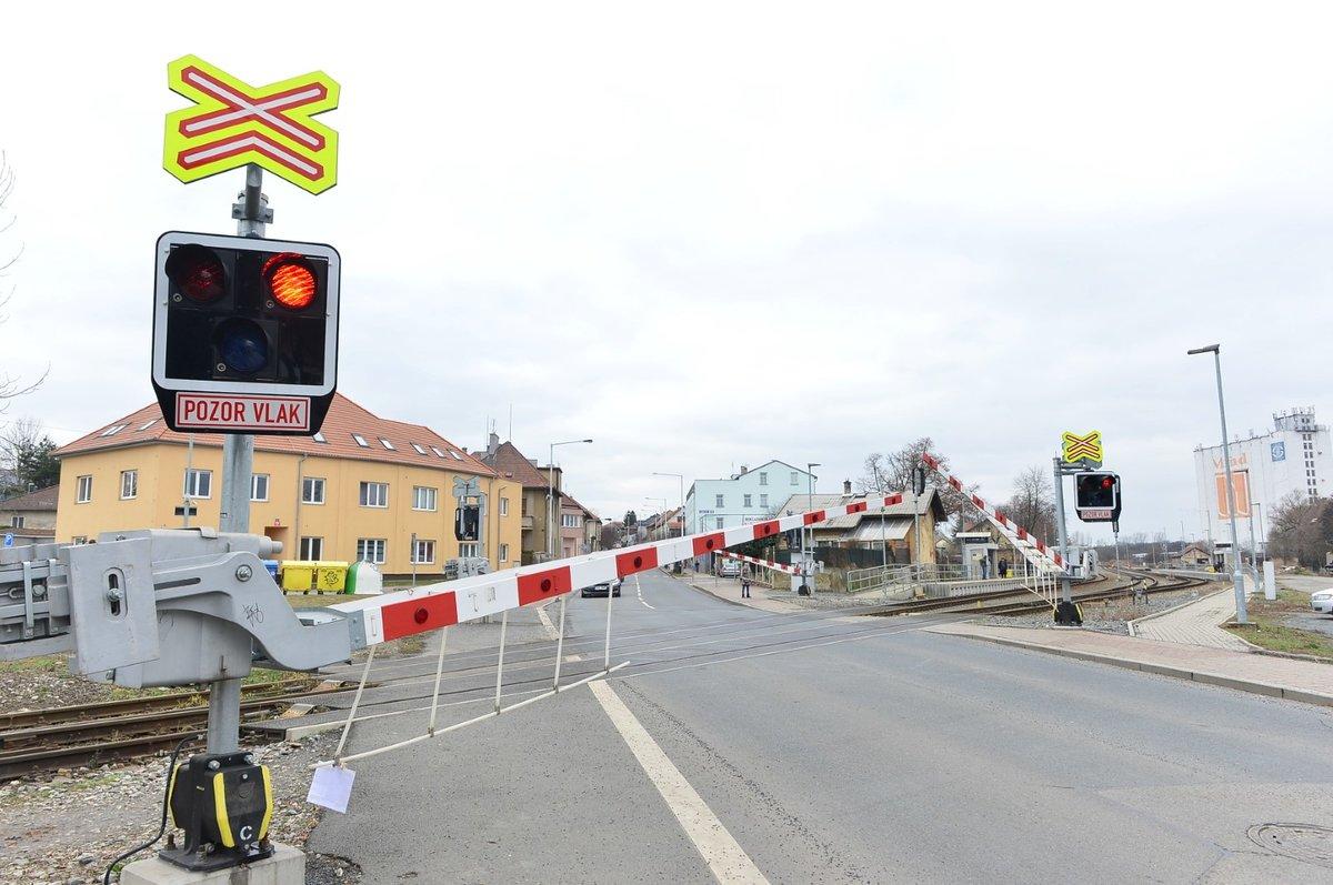 Přejezd v Řeporyjích snímají kamery.