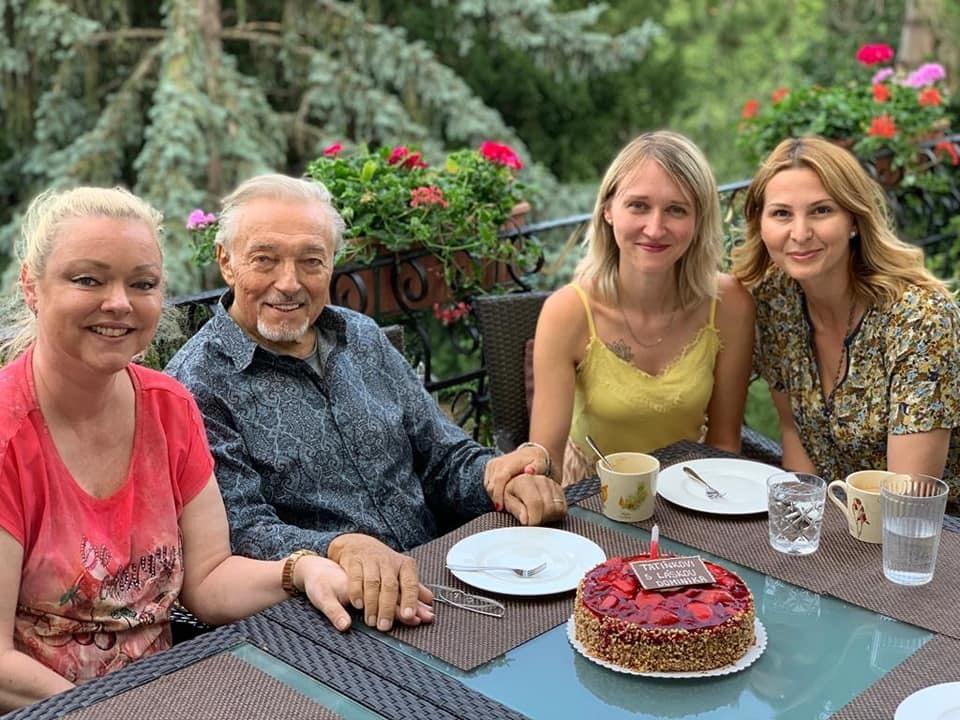 Karel Gott s dcerami Dominikou a Lucií a manželkou Ivanou