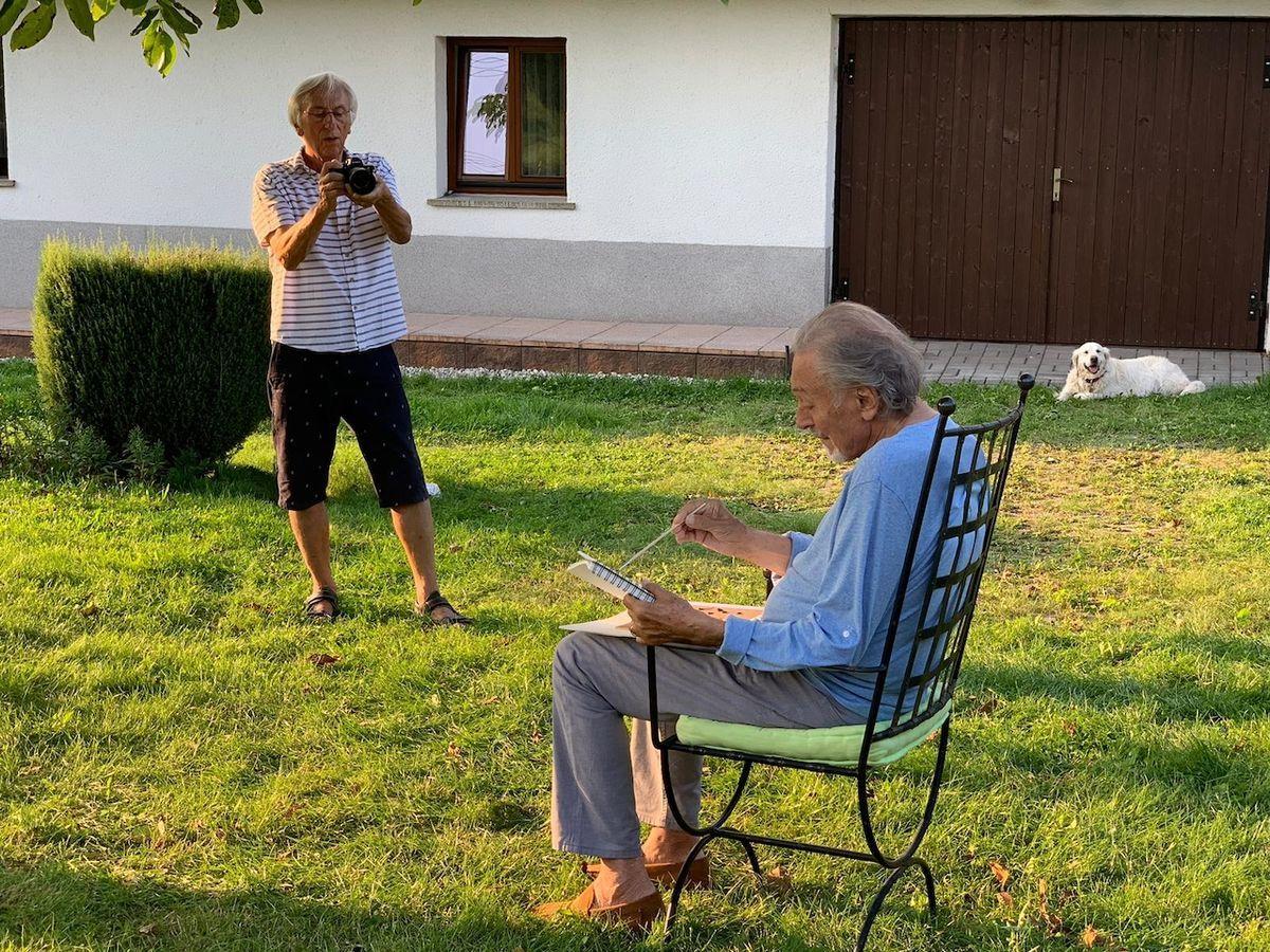Kameraman Jan Malíř při natáčení dokumentu o Gottovi
