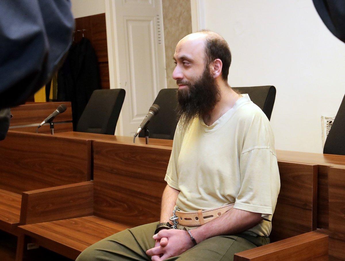 Bývalý pražský imám Sámer Shehadeh u soudu.