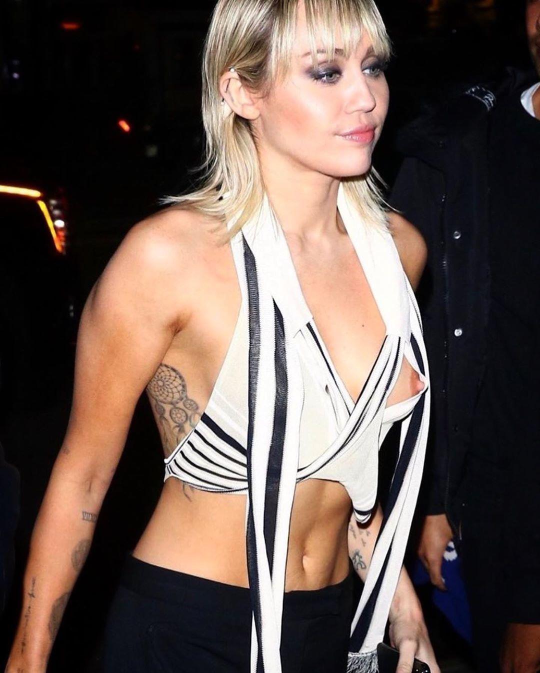 Miley Cyrusová neuhlídala výstřih