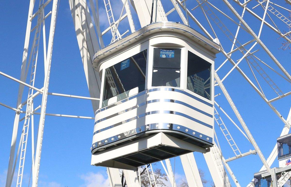 Obří kolo s krytými kabinkami najdou návštěvníci v dolní části areálu jako v předchozích letech.