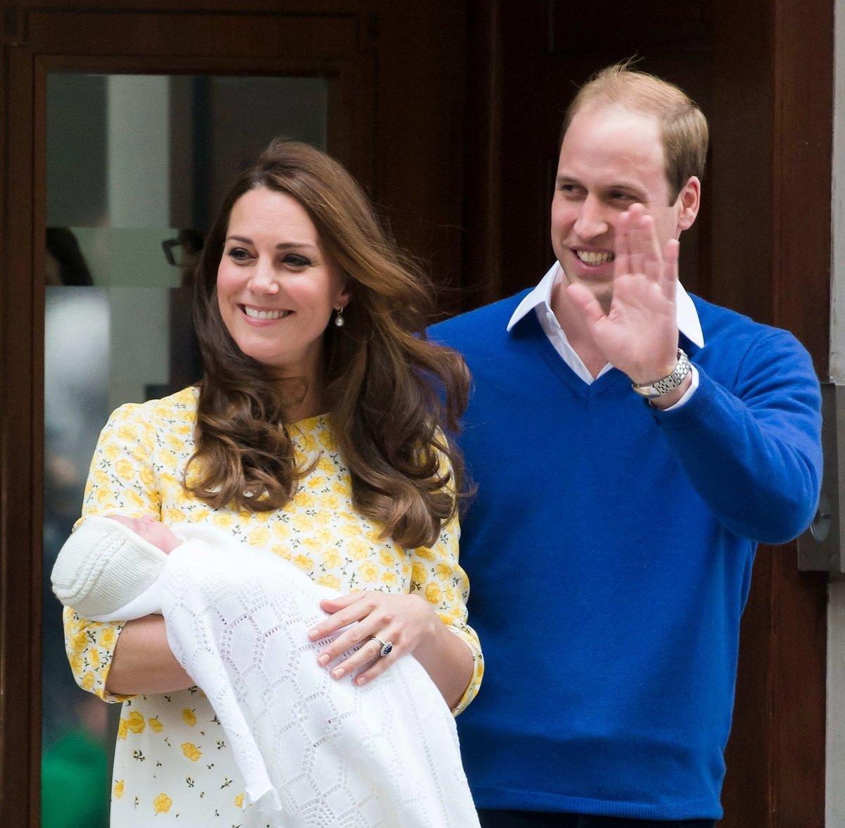 2015, narození dcery Charlotte - o pózování pár hodin po porodu řekla Kate, že bylo trochu děsivé.